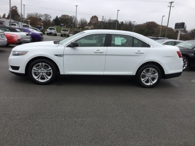 New 2019 Ford Taurus SE