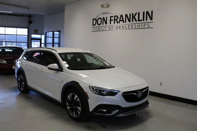 New 2019 Buick Regal TourX Essence